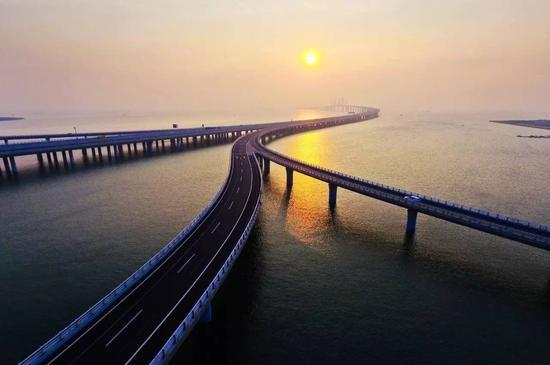 The Jiaozhou Bay Bridge