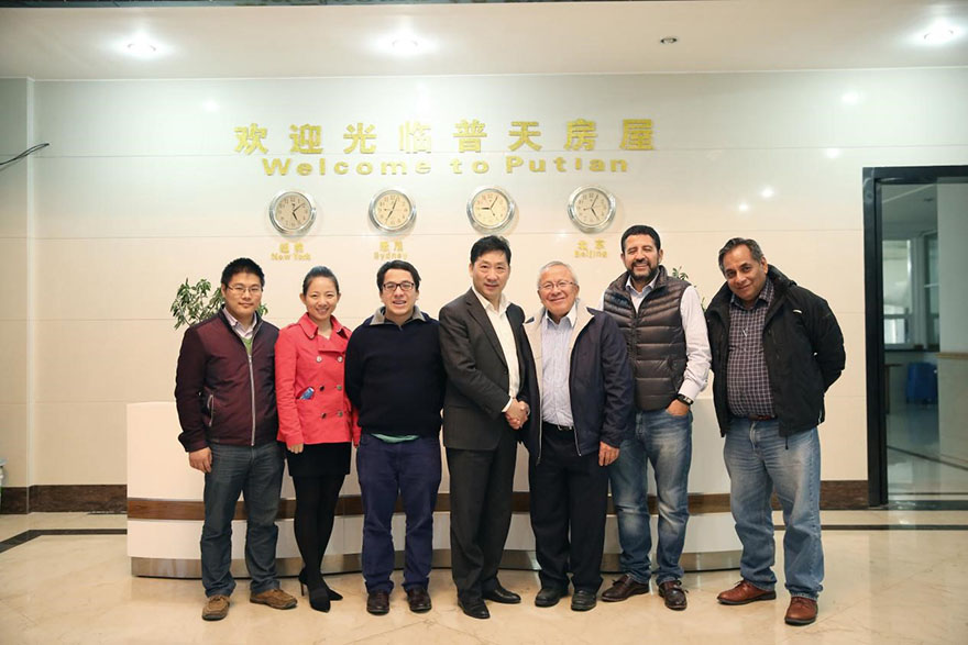 Group photo of customers who have long-term cooperation with Putian